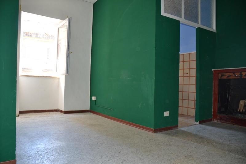 Capranica appartamento su piazza del borgo antico for Immobiliare affitto ufficio roma