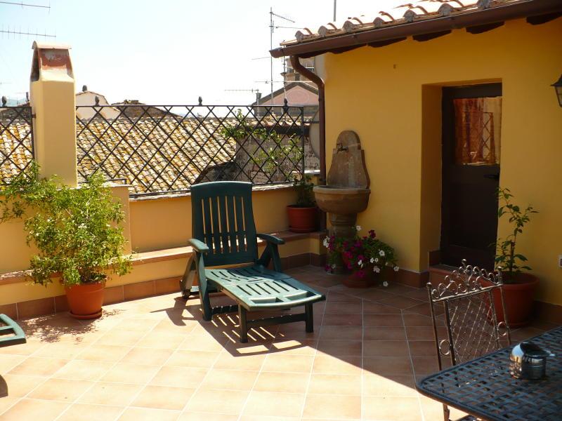 Viterbo appartamento con terrazzo viterbo fz588 agenzia for Immobiliare affitto ufficio roma