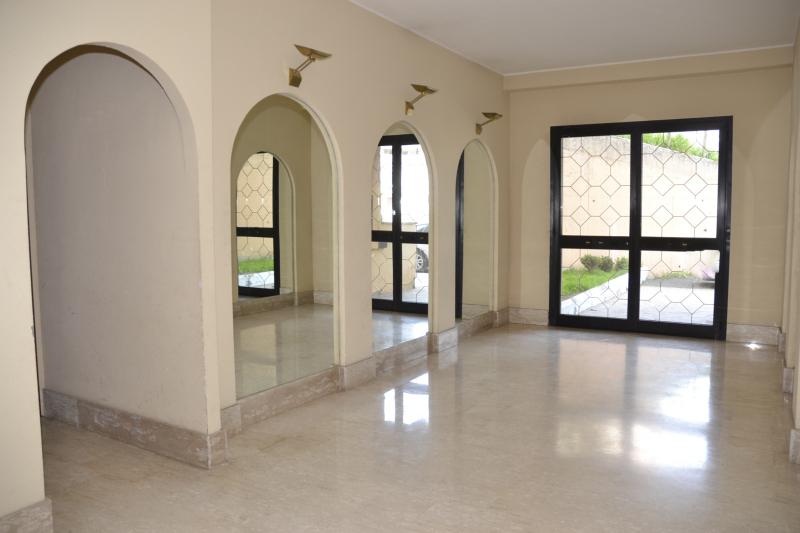 Luminoso in ottimo stato capranica cva500 agenzia for Immobiliare affitto ufficio roma