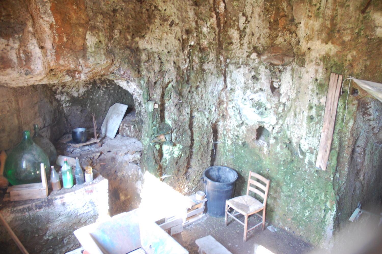 Capranica nel borgo antico orto e locale rustico capranica for Immobiliare affitto ufficio roma