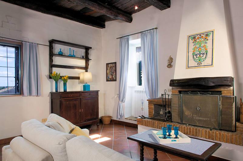 Perfettamente ristrutturata nel centro storico capranica for Immobiliare affitto ufficio roma