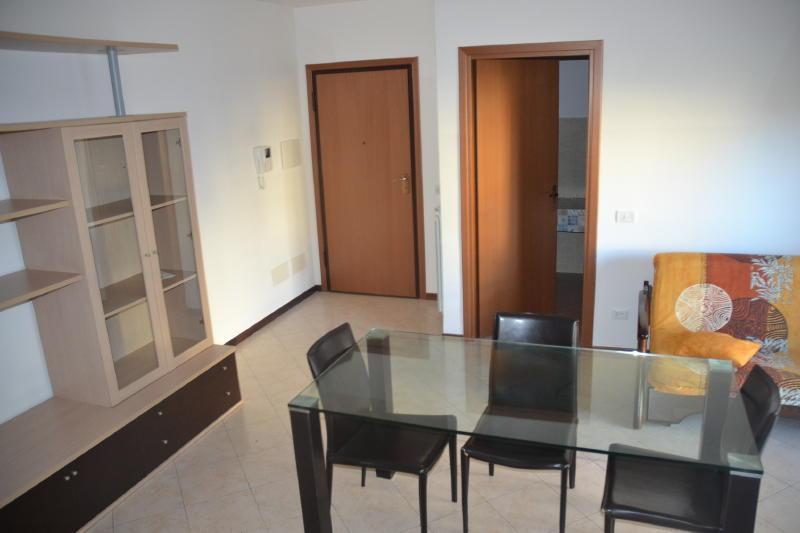 Capranica appartamento arredato con gusto capranica aff189 for Immobiliare affitto ufficio roma