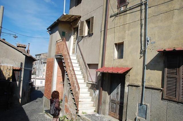 San martino appartamento nel borgo antico viterbo fz552 for Immobiliare affitto ufficio roma