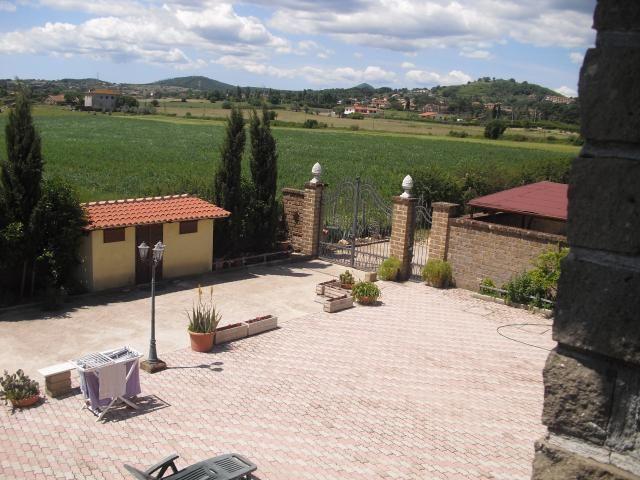 Cassia monterosi villa bifamiliare monterosi fz560 for Immobiliare affitto ufficio roma