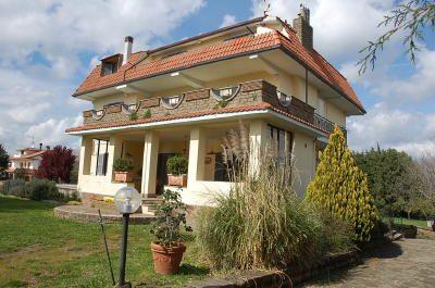 Oriolo romano elegante villa oriolo romano fz477 agenzia for Immobiliare affitto ufficio roma
