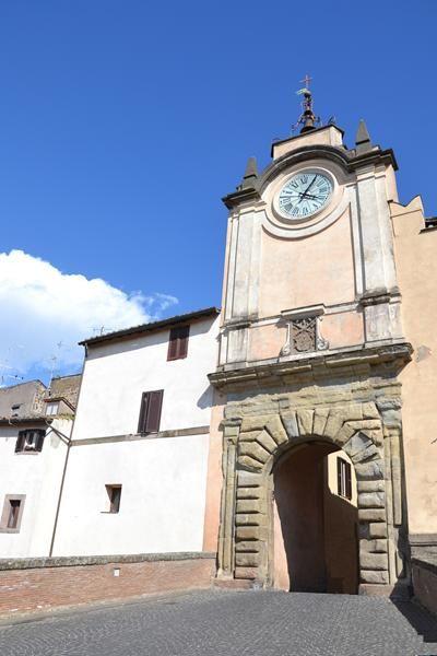 Capranica centro storico tinello con camino capranica for Immobiliare affitto ufficio roma
